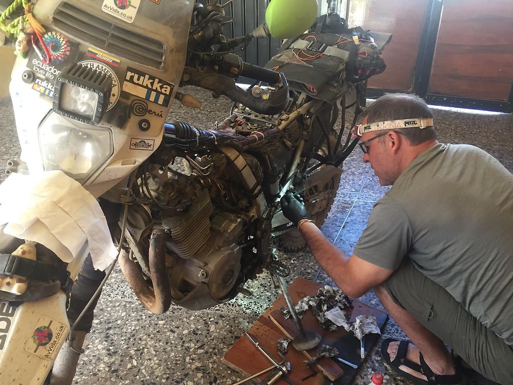 Kelvin working on my bike - AvVida.co.uk