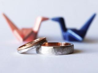 Alianças de casamento facetadas