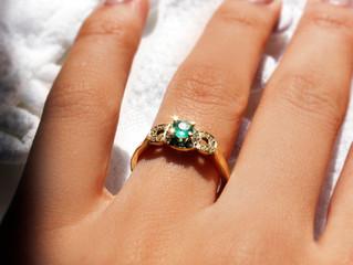 Anel de noivado esmeralda