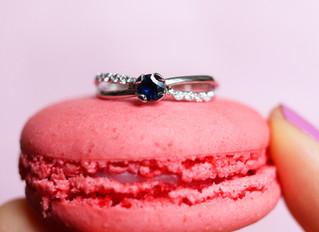 Anel de noivado safira azul