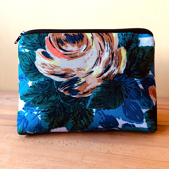 Larger Zip Pouch Retro Roses