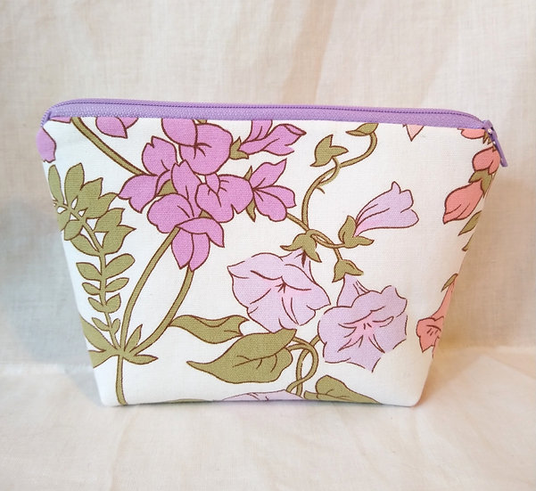 Small Zipper Pouch Vintage Fabric Bunby