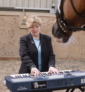 Gaynor Colbourn - Playing Live