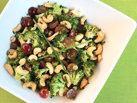 Salade de brocolis, raisins et cajous