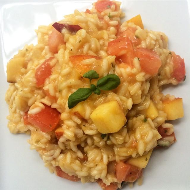 Risotto d'été, pêches, tomates, basilic  | Dodo la Grano - recettes végétaliennes, santé et simples