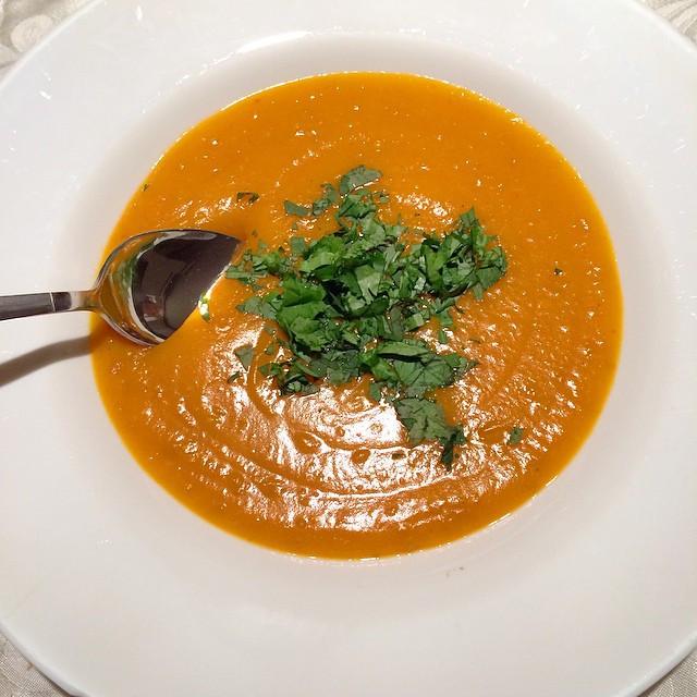 Potage de courge butternut au lait de coco et cari rouge   Dodo la Grano - recettes végétaliennes, santé et simples