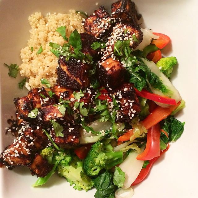 Buddha bol au tofu croustillant sauce au beurre d'Arachides | Dodo la Grano - recettes végétaliennes, santé et simples