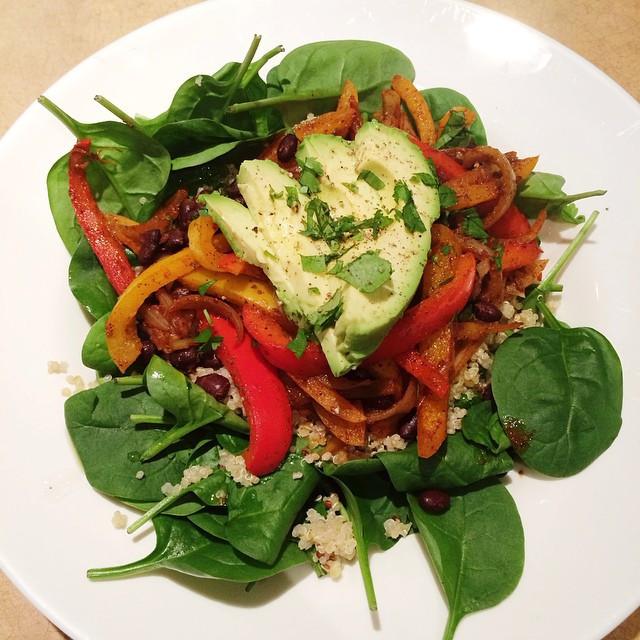 Salade fajitas aux haricots noirs| Dodo la Grano - recettes végétaliennes, santé et simples