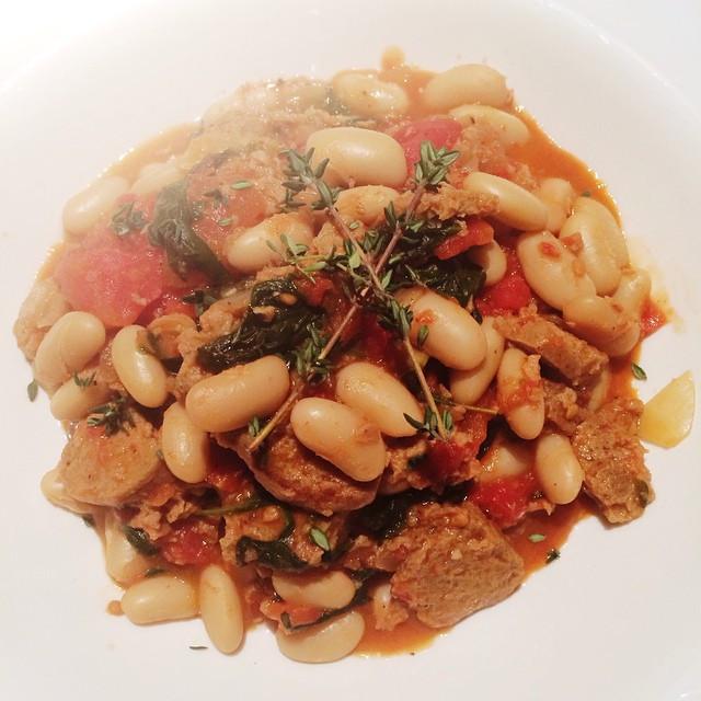 Ragoût de saucisses italiennes et haricots blancs   Dodo la Grano - recettes végétaliennes, santé et simples