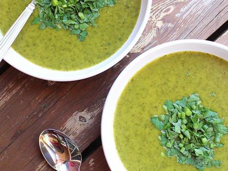 Potage kale, laitue et fleur d'ail