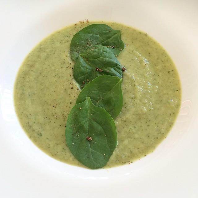 Potage de chou-fleur, avocat et épinards  | Dodo la Grano - recettes végétaliennes, santé et simples