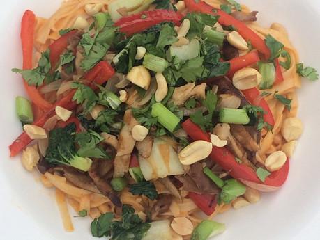 Nouilles thaï aux légumes et arachides
