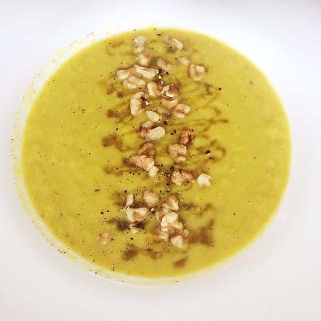 Potage de poireaux, artichauts et pommes  | Dodo la Grano - recettes végétaliennes, santé et simples