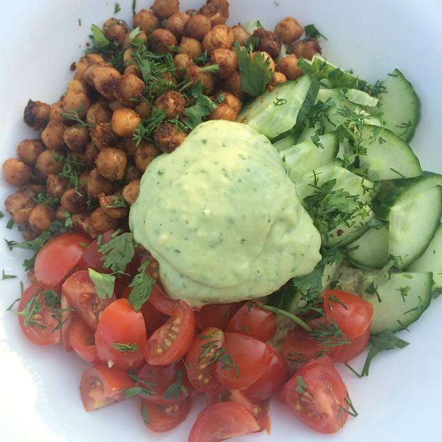 Bol de quinoa à l'avocat et pois chiches sud-ouest  | Dodo la Grano - recettes végétaliennes, santé et simples