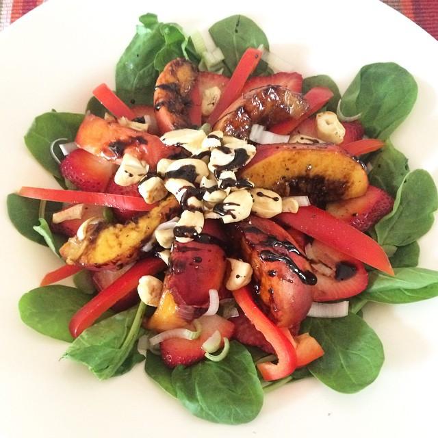 Salade aux pêches grillées à la balsamique  | Dodo la Grano - recettes végétaliennes, santé et simples