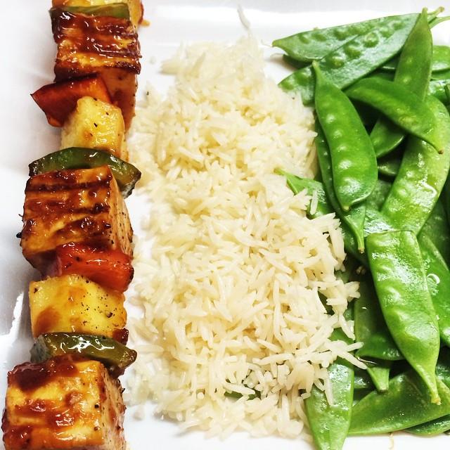 Brochettes de tofu sauce aigre-douce   Dodo la Grano - recettes végétaliennes, santé et simples