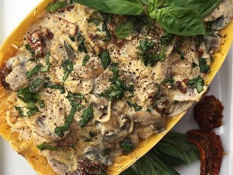 Courge spaghetti crémeuse aux champignons et tomates séchées