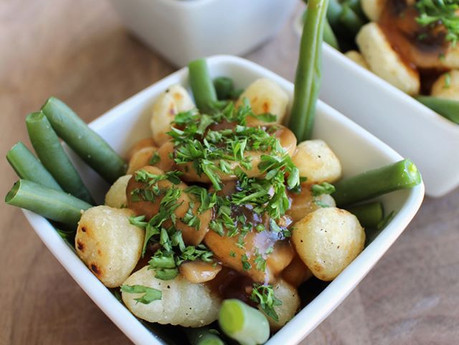 Poutine de gnocchis et fèves vertes
