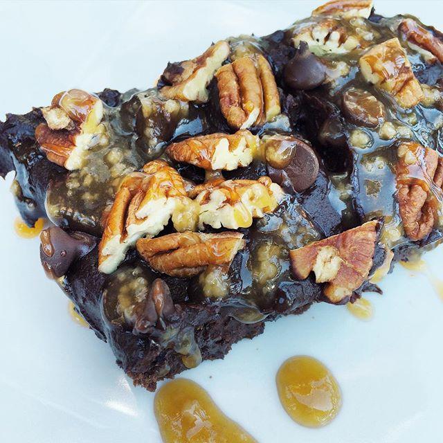Brownie aux haricots noirs bien garni    Dodo la Grano - recettes végétaliennes, santé et simples