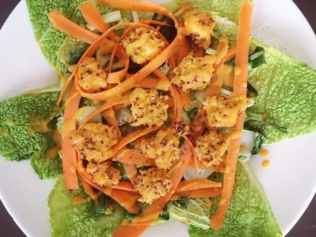 Buddha bol aux deux choux, carottes et tofu en croute de quinoa et boulghour