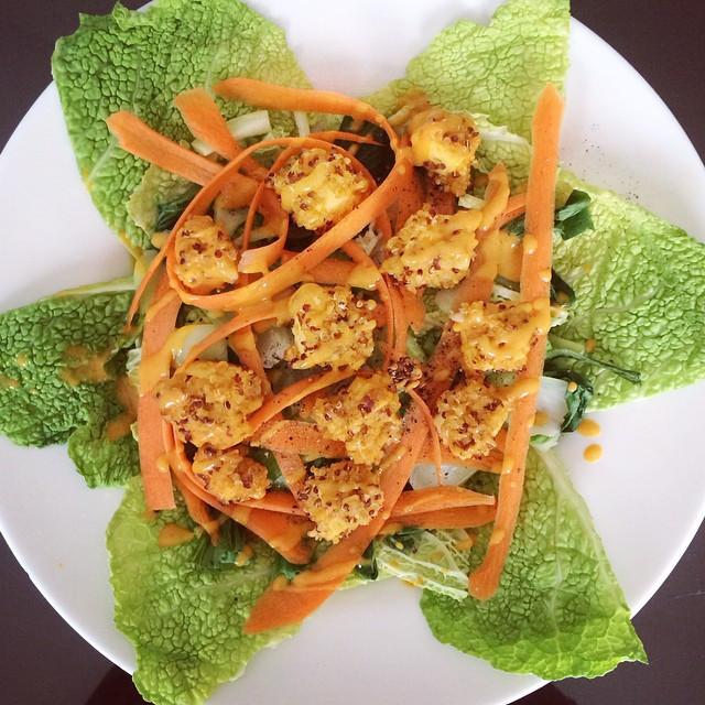 Buddha bol aux deux choux, carottes  et tofu en croûte de quinoa et boulghour | Dodo la Grano - recettes végétaliennes, santé et simples