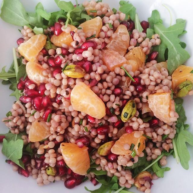 Salade de couscous israélien, grenade et clémentines | Dodo la Grano - recettes végétaliennes, santé et simples