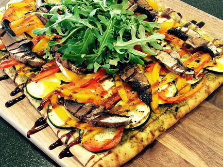 Pizza pesto et légumes