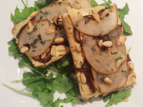 Crostinis poire et oignons caramélisés