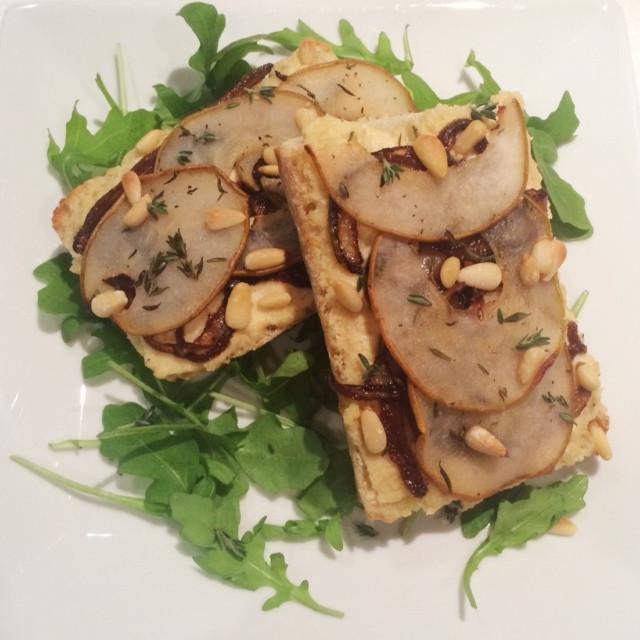 Crostinis poire et oignons caramélisés | Dodo la Grano - recettes végétaliennes, santé et simples