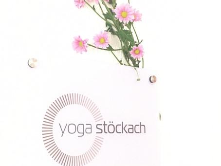 HAPPY BIRTHDAY - HAPPY 4 PFOTEN! 1 Jahr Yoga Stöckach!