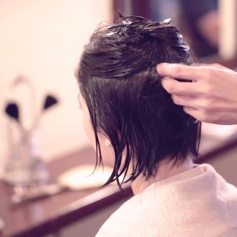 English speaker hairstylist
