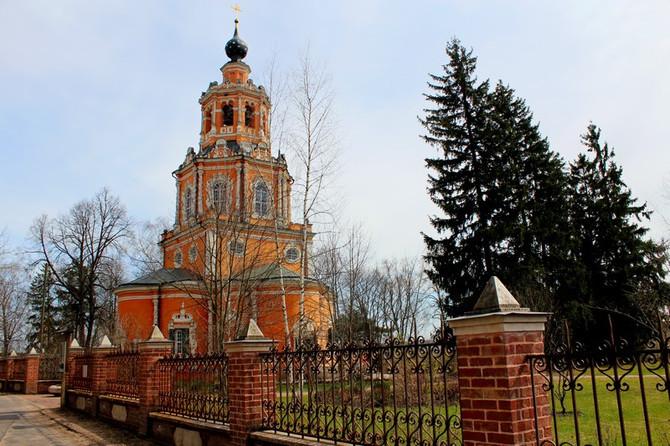 Храм Уборы в Одинцовском районе и разоренный некрополь при нем