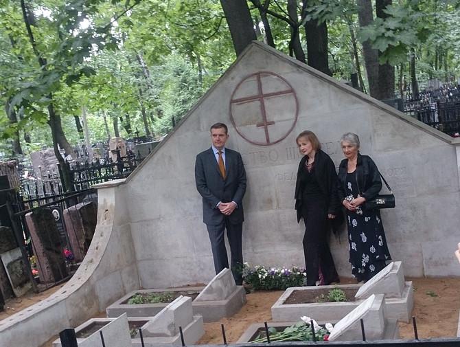 Возложение цветов к захоронению Федора Шехтеля