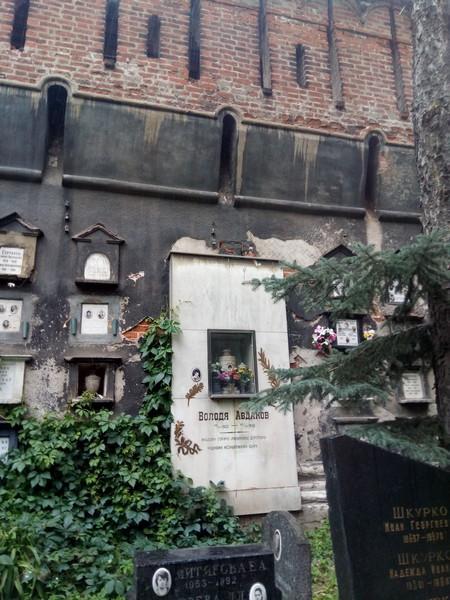 В монастырской стене