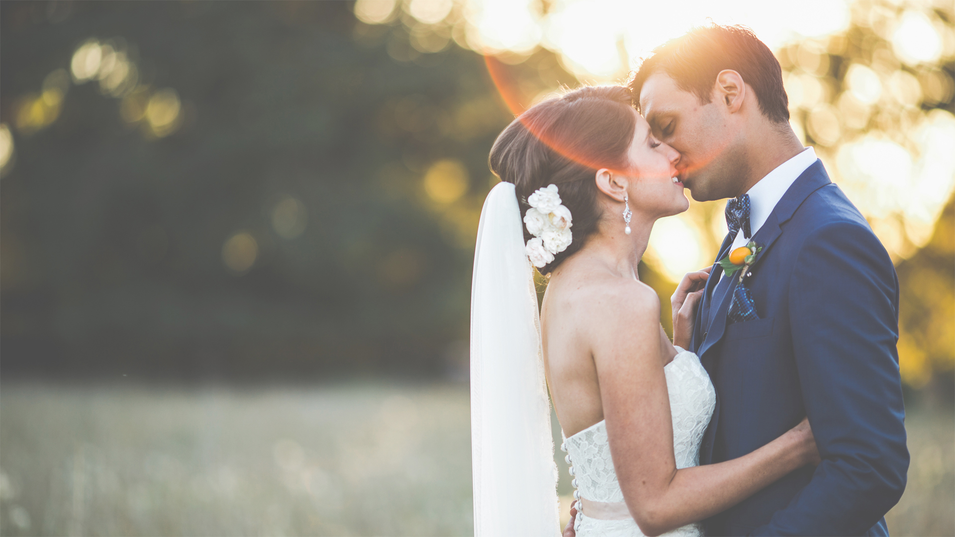 01. Generic couple kissing outside copy(opacity 90)