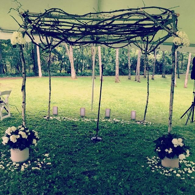 Rain or no rain, this ceremony was still beautiful! #traditionsatthelinks