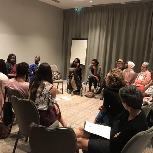 CURATING - panel de conversation sur les Normes imposées aux femmes par la société