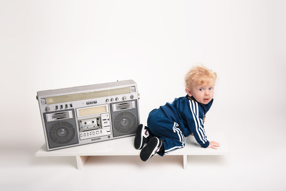 Modern-baby-milestone-portrait-photo-1ye