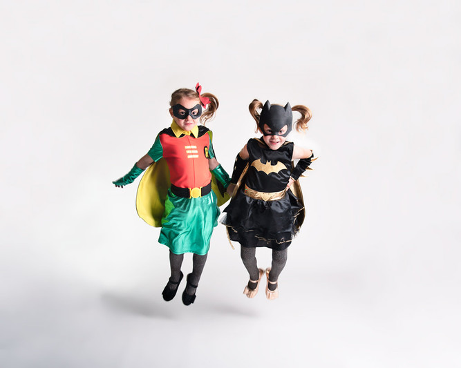 Twin-sisters-photo-Halloween-portrait-ki