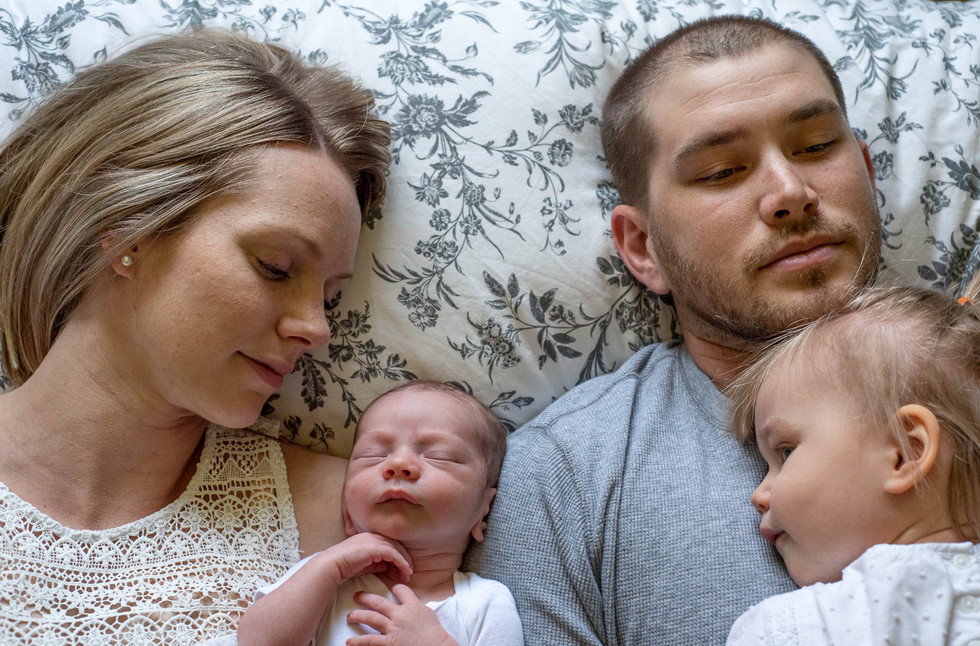 Lifestyle-Newborn-Family-Photo-Portrait-at-home-in