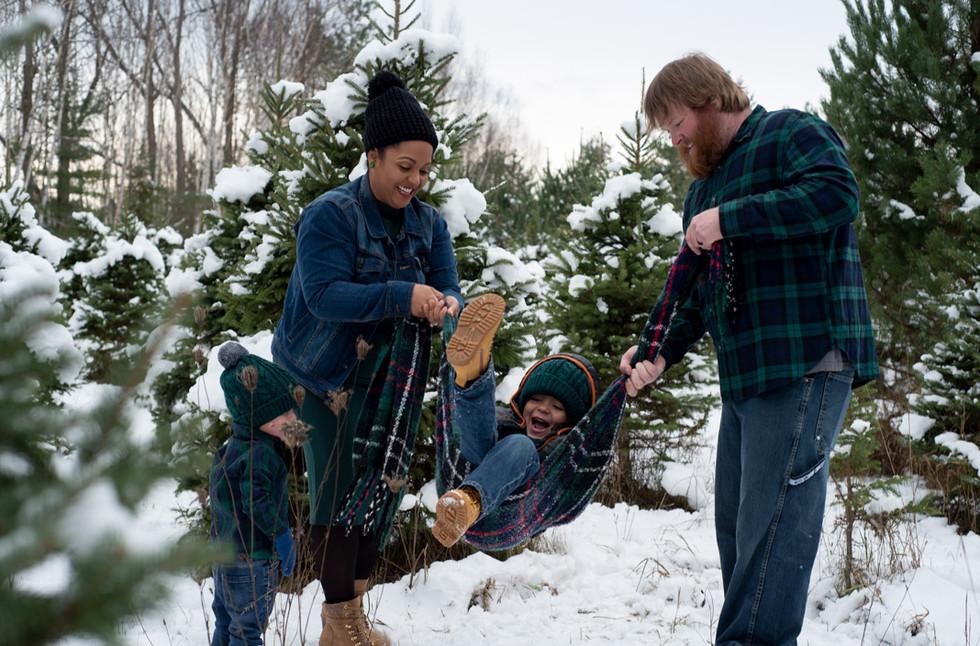 Candid-Family-Photo-Winter-Fun