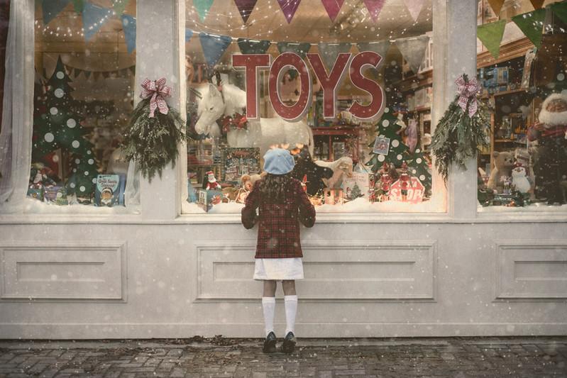 Toy-Shop-Window-Childrens-Christmas-Mini