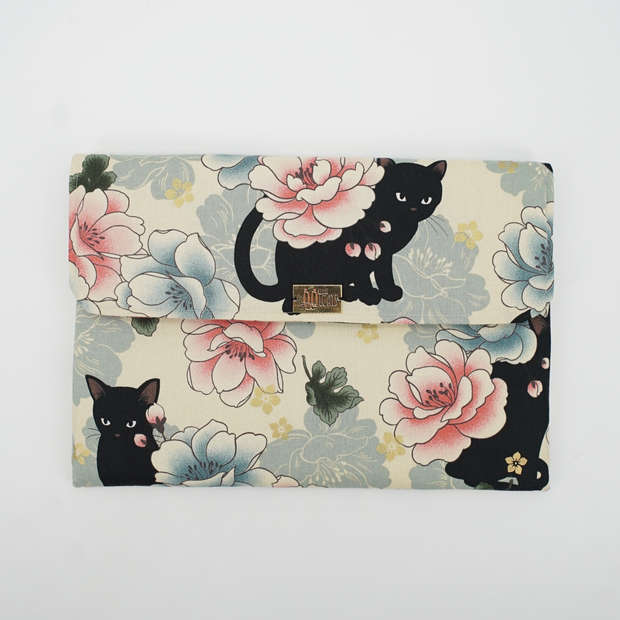 Large flap pouch in cat print cotton, double padded with fleece for storing laptop