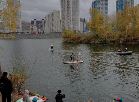 В Красноярске впервые прошли соревнования по сапсёрфингу