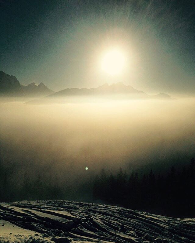 rise and shine 🌅 #tvop #tuvoisoupas #sunrise #winteriscoming #morning #swissalps #mountain #view #h