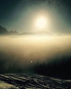 rise and shine 🌅 #tvop #tuvoisoupas #sunrise #winteriscoming #morning #swissalps #mountain #view #h