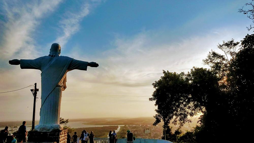 Visão de Iguape através do Mirante do Cristo no Pôr do Sol