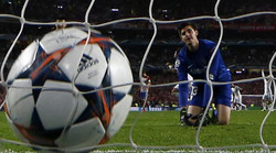 atletico-madrid-s-goalkeeper-courtois-looks-at-the-ball-after-failing-to-save-a-