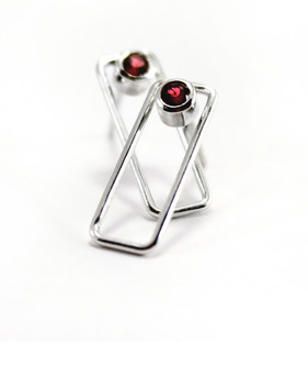 Sterling silver and garnet earrings - Timeless Collection