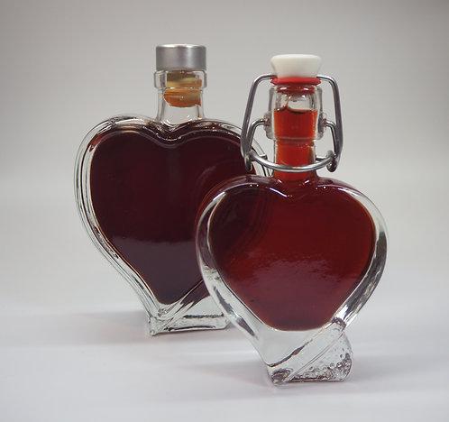 Dirndllikör in der Herzflasche